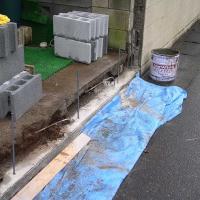 ▲年月の経ったブロック塀の積み替え