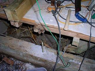 腐った部分を撤去して新しい木材に交換。