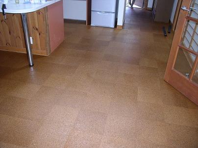 コルクの床が完成しました!