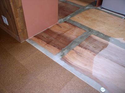 フローリングからコルクへの床の張り替え工事