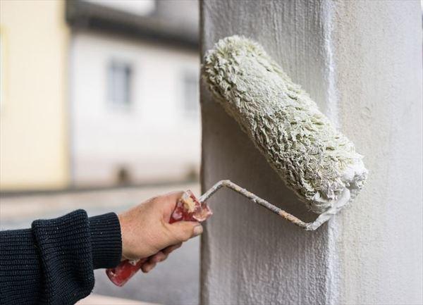 外壁塗装の必要性は?塗料の種類と業者の選び方について